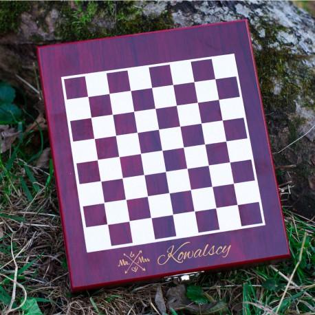 Zestaw do wina z szachami dla młodej pary